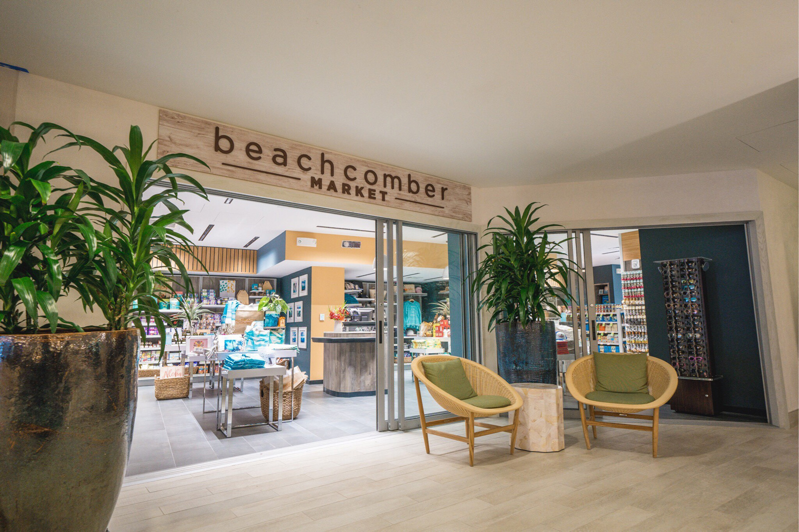Shopping And Activities Waikiki Beachcomber By Outrigger